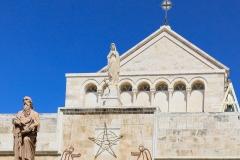 Geburtskirche und Geburtsgrotte mit dem Stern von Bethlehem: Viele Gläubige drängeln in der Geburtskirche direkt zum Eingang der Geburtsgrotte. Auch hier spürt man den Zeitmangel, dem viele Gläubige bei ihrem Besuch in Palästina ausgesetzt sind. Außerhalb der Stoßzeiten ist Zeit für Muße.
