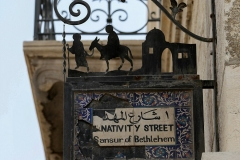 Unter diesem Schild an der Hebron Street finden nach dem Freitagsgebet oft Auseinandersetzungen zwischen jungen PalästinenserInnen und israelischen Soldaten statt.